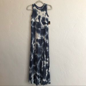 Viví  Navy Blue and White Tie Dye Maxi Dress